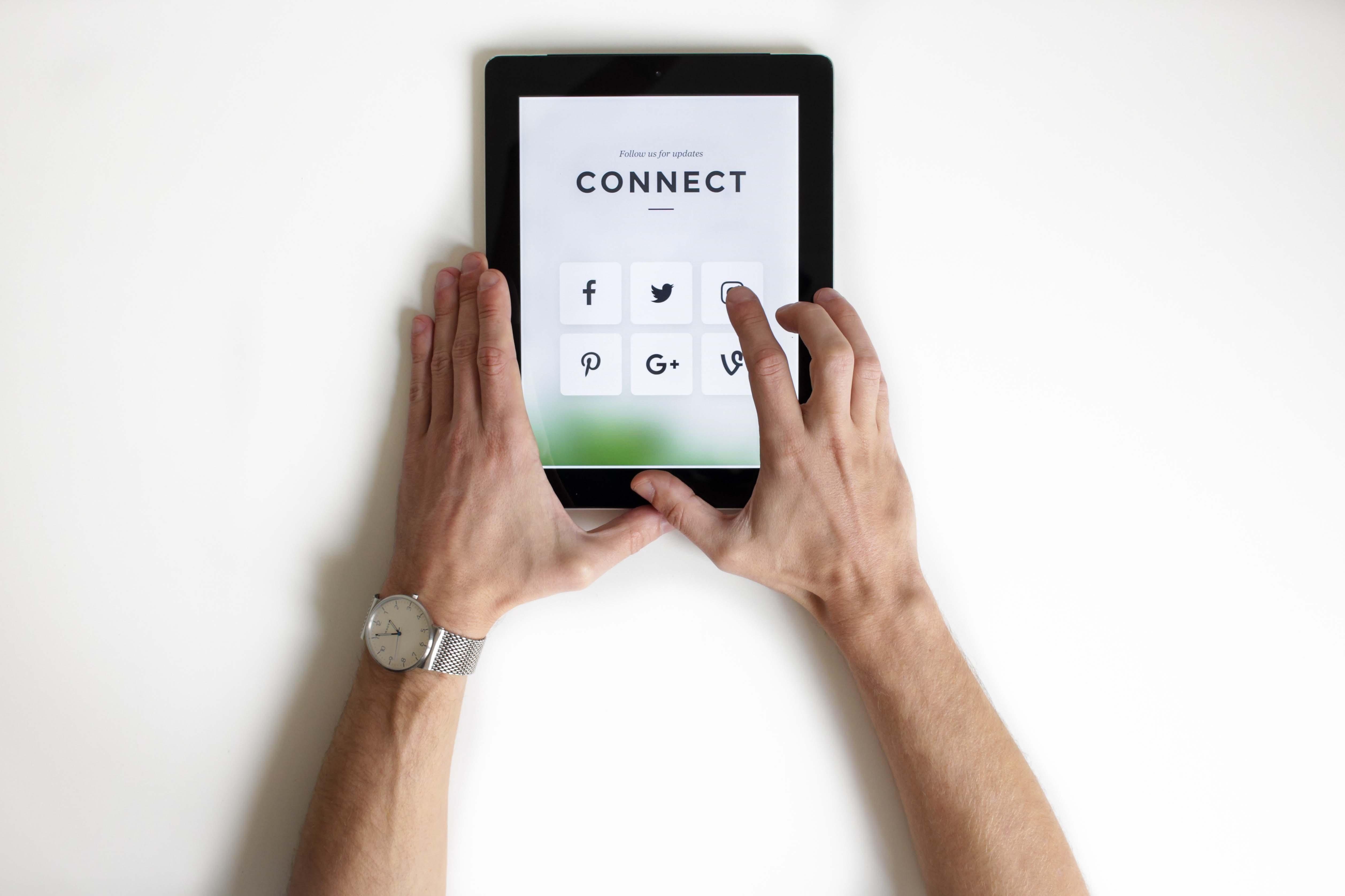 requisitos legales de los perfiles profesionales en redes sociales